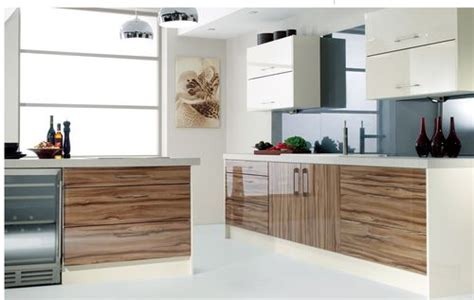 Wooden Kitchen Cabinets With High Gloss MDF in Guangzhou
