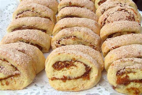 hindistan cevizli rulo pasta tarifi basit pasta kurabiye tarifleri marmelatlı rulo kurabiye tarifi kolay kurabiye tarifleri