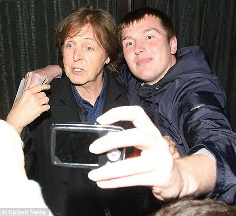 paul mccartney fan paul mccartney is mobbed by fans as he leaves restaurant