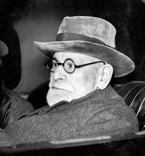 Ateisme Sigmund Frued sigmund freud in hat the last days of judas iscariot