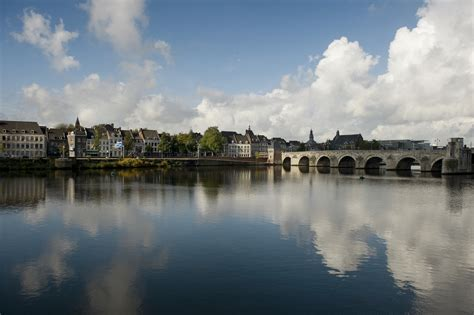 Maastricht Netherlands Mba by The Maastricht Suffolk Executive Mba A Truly Multi