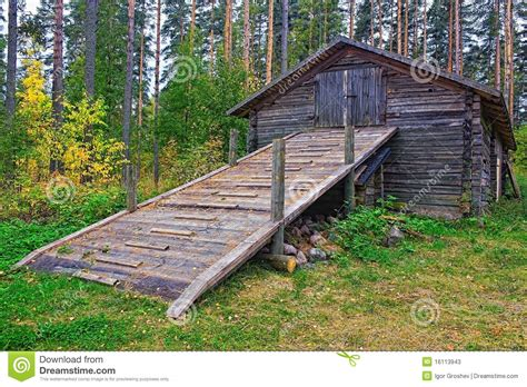 log barn plans old log barn stock photos image 16113943