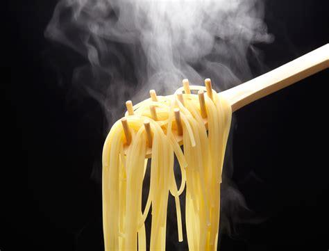 cuisiner des pates 10 conseils pour r 233 ussir la cuisson des p 226 tes femme actuelle
