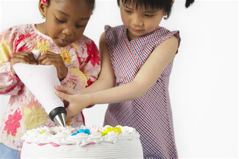 Decorating A Cake by Cake Decorating Tools The Basic Pastry Tips To Get