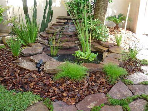 imagenes de jardines en otoño foto fuente piedra volcanica de jardineria garces