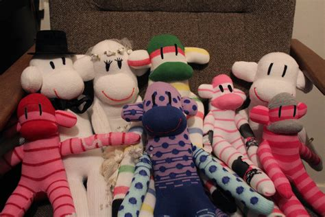 sock animals how to make how to make a sock monkey howtoi
