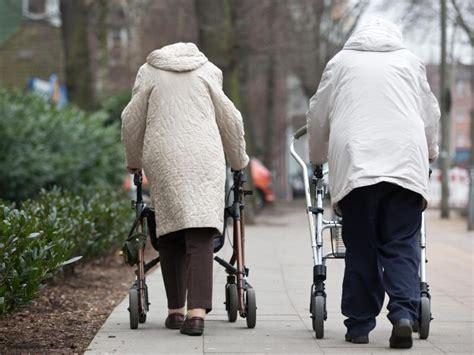 schwindel wann zum arzt senioren sollten bei schwindel zum arzt gehen das
