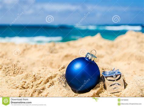 imagenes de feliz navidad en la playa fondo de la navidad y de la feliz a 241 o nuevo en la playa