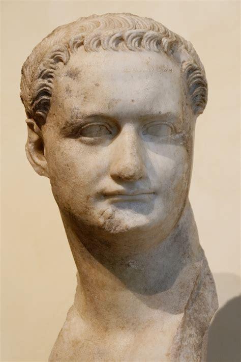 bust to bust file bust domitian musei capitolini mc1156 jpg wikimedia