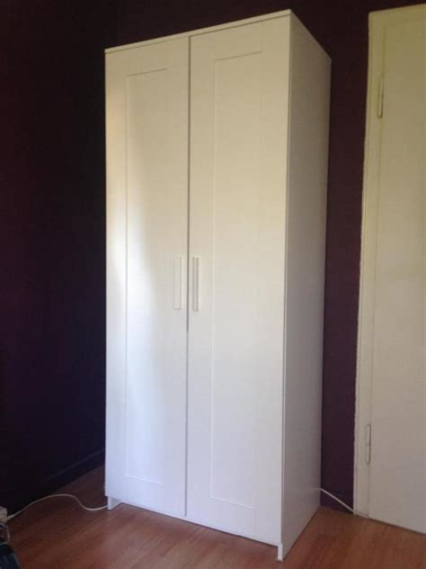 schlafzimmer gestalten rot - Weißer Kleiderschrank 2 Türig