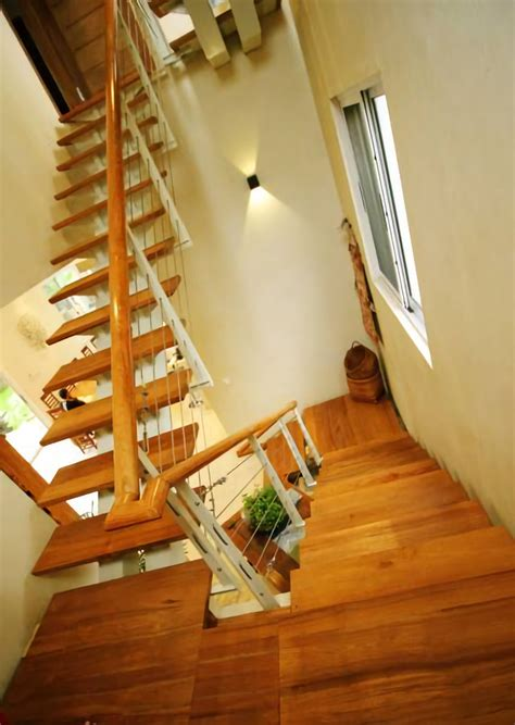 membuat anak tangga mengekspos kepolosan material dan elemen arsitektural