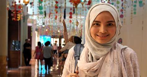 desain baju ria miranda tren busana muslim lebaran tahun ini
