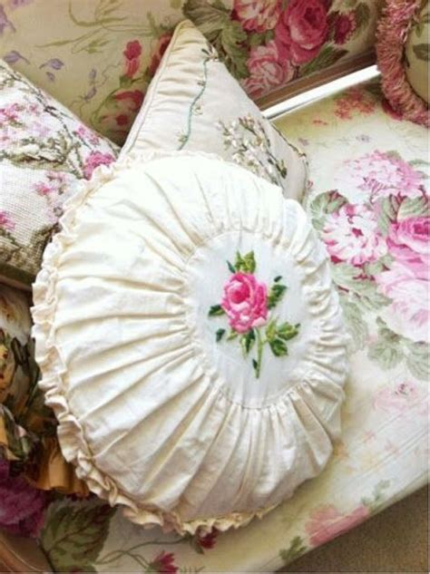 cushions shabby chic 25 best ideas about shabby chic pillows on