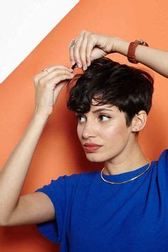 step by step guide for cutting a pixie haircut rihanna pixie cut on pinterest pixie cuts halle berry