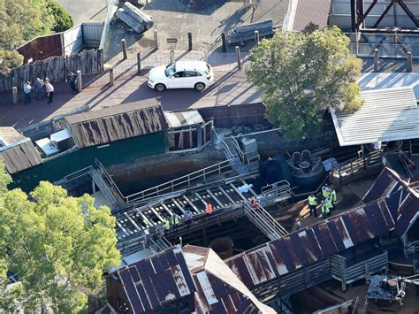 theme park crash miracle that 2 girls survive australian amusement park