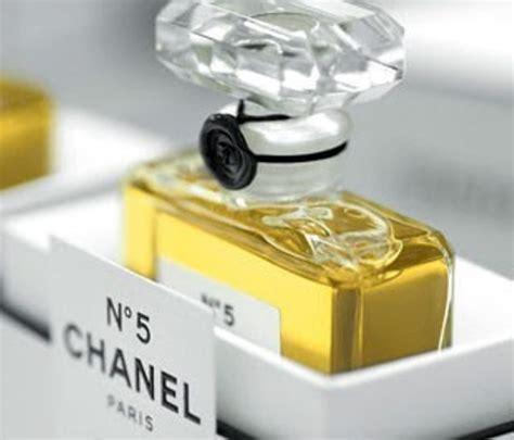 Parfum Chanel Di il museum of modern festeggia i 90 anni di chanel n 5
