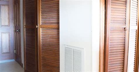 How To Paint Louvered Closet Doors How I Painted Louvered Doors Doors And Bedroom Closet Doors