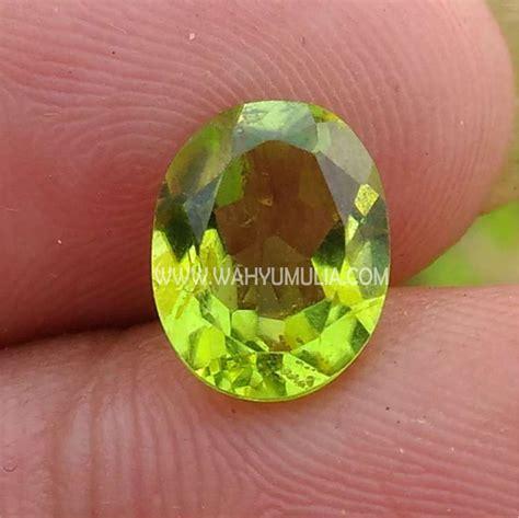 Batu Mulia Peridot batu permata warna hijau peridot kode 364 wahyu mulia