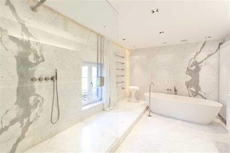 carrara marmorfliesen badezimmer statuario marmor bad dusche mit vola armaturen marmor