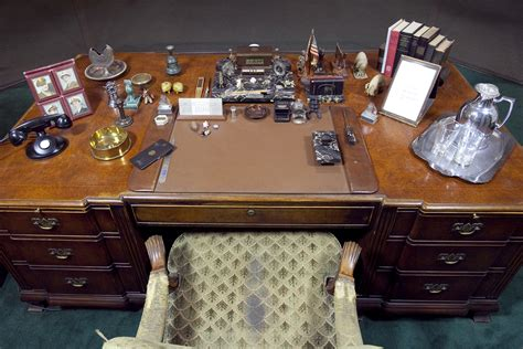 presidential desk in oval office fdr presidential library and museum the enchanted manor