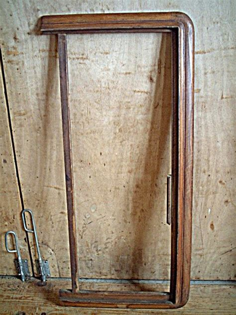 corniche d armoire ancienne en noyer philipparde