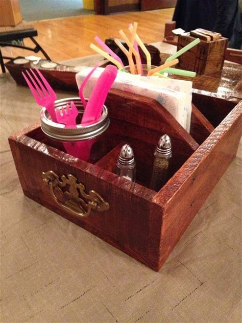 Dining Table Caddy Diy Sleek Pallet Table Caddy With Handles 101 Pallets