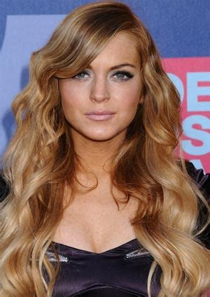 lindsay lohan with medium ash blonde hair very long and curly source hairstyles7 net lindsay lohan hair 5