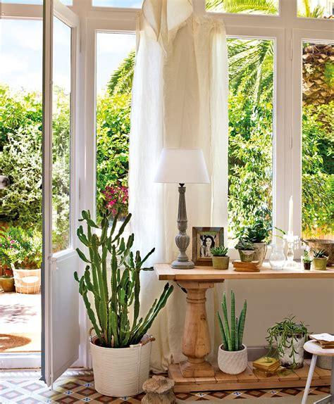 Charmant Salons De Jardin Jardiland #3: sala_que_comunica_con_el_jardin_decorada_con_plantas_suculentas_1057x1280.jpg