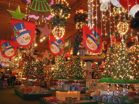 bronners in frankenmuth michigan the largest christmas