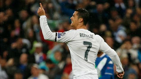 cristiano ronaldo cr7 real madrid portugal fotos y ronaldo single handedly rescued real madrid with two goals