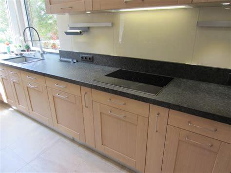 cuisine vitroc駻amique plan de cuisine granit noir zimbabw 233 antico cuisines en