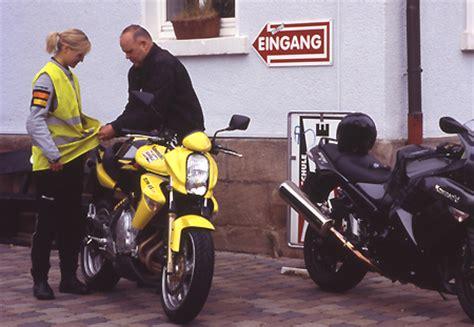 Motorrad Schalten Tipps by Motorrad Tipps Quot Motorradf 252 Hrerschein Machen Quot Winni Scheibe