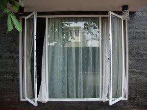 model jendela rumah minimalis bagi