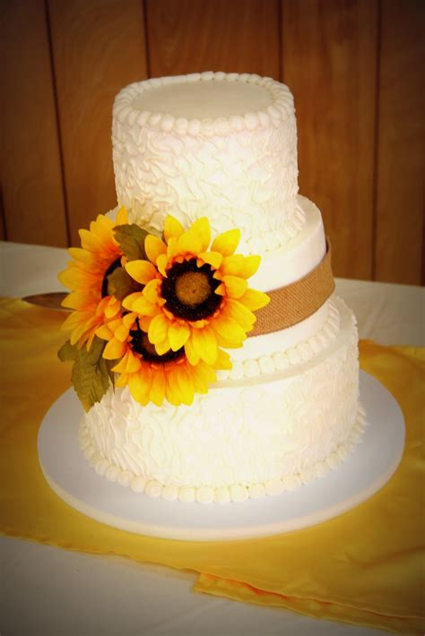 32 Orange & Yellow Fall Wedding Cakes with Maple Leaves