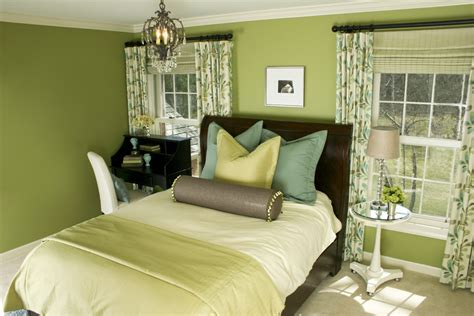 bedroom with green walls what color curtains with light yellow walls choosing