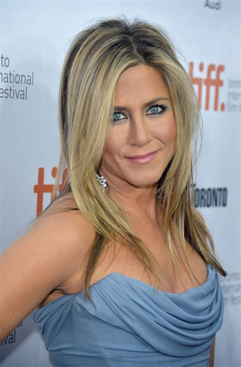 what makeup does jennifer esposito wear ib blue bloods jennifer aniston wore a blue smoky eye like out in public
