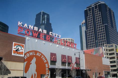 kansas city power and light district restaurants kc s power light district shines travel hymns