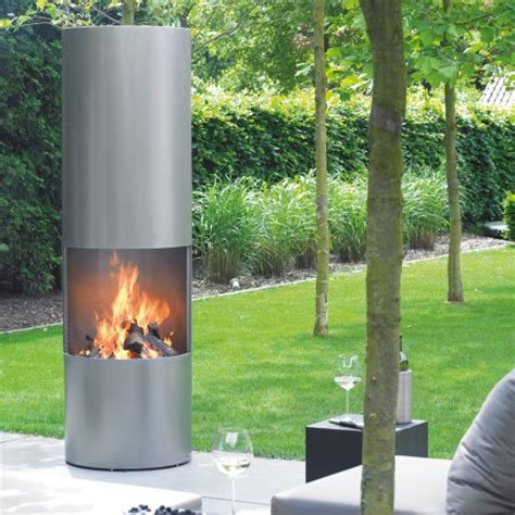 Circular Outdoor Fireplace by Fireplace I Modern Fireplaces I Bespoke