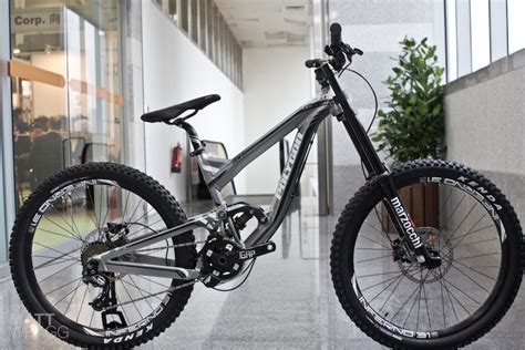 Sepeda Polygon Collosus Dh1 0 look polygon s new downhill bike pinkbike