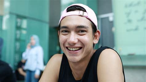film movie adipati dolken adipati dolken si posesif yang hobi nge game provoke