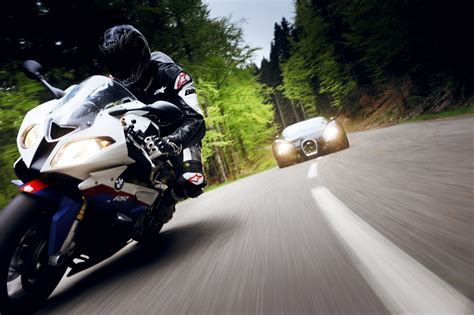 bugatti veyron motorcycle 2010 bugatti veyron 16 4 vs 2010 bmw s 1000 rr