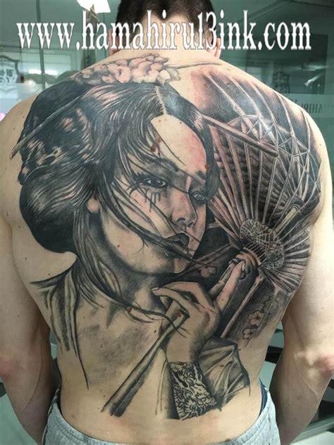 tattoo de geisha en espalda hamahiru ink estudio de tatuajes en vitoria gasteiz