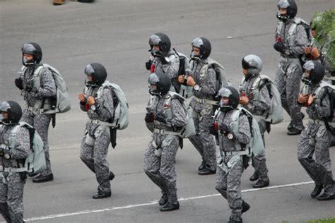 uniforme fuerza aerea colombiana el nuevo uniforme de la fuerza a 233 rea de colombia mejora