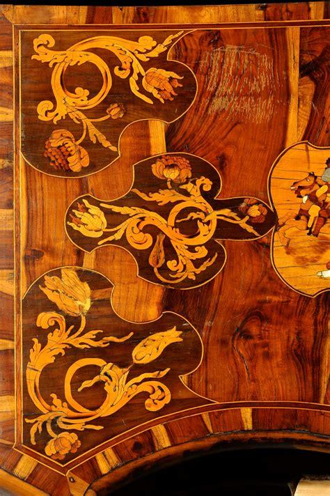 scrivania luigi xiv cassettone luigi xiv a tre cassetti con intarsi fitomorfi
