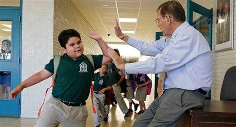 las escuelas que cambian los alumnos de las escuelas privadas podr 225 n pegar a sus maestros 183 eljueves es 183 161 manda g 252 evos
