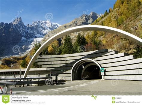 mont blanc percent un tunnel photographie stock image 2128022