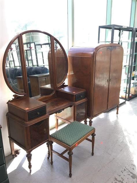 gorgeous furniture finds at the thrift store thrift