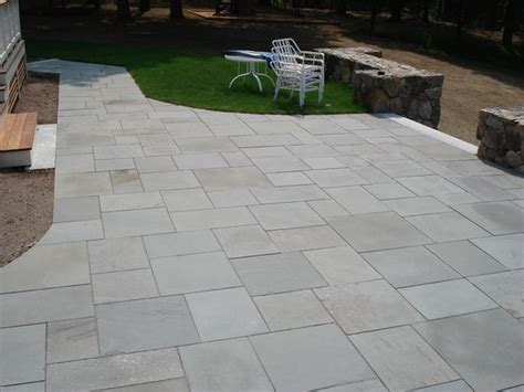 like the neatness and shapes of the stone slabs pavers