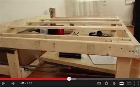 costruire scrivania fai da te come costruire da soli un letto che si trasforma in