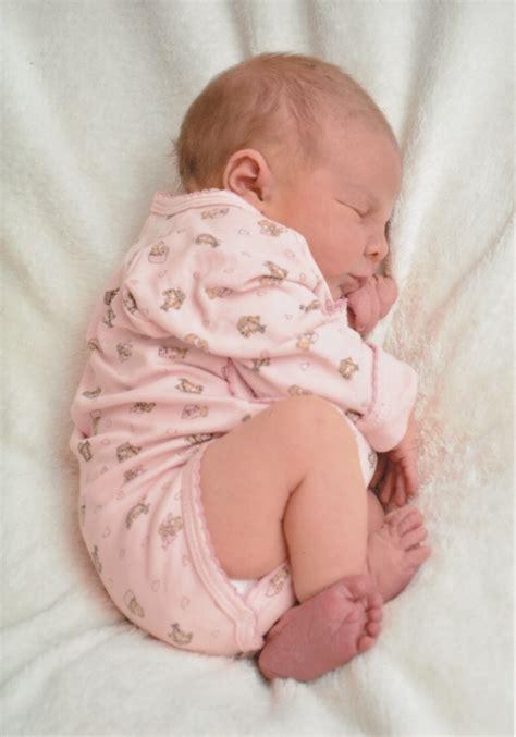 baby schlafen legen 可爱小宝宝睡觉图片
